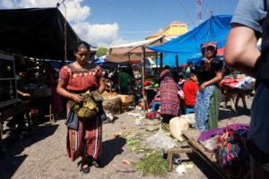 Monotoner Markt in Santa Clara la Laguna, Guatemala